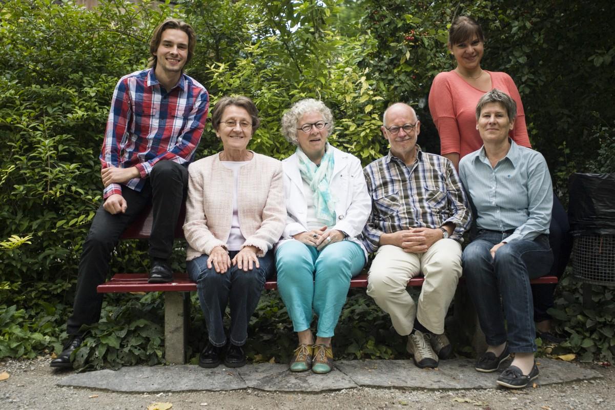 Elias Rüegsegger, Barbara Tschopp, Gaby Jordi, Paul Durrer, Regina Rothenbühler und hinten Tanja Mitric. Bild: Herbert Schweizer