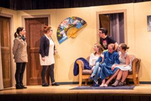 Die Junge Bühne Thun führt das Stück «D'Liich i dr Badwanne» auf. Bild: zvg