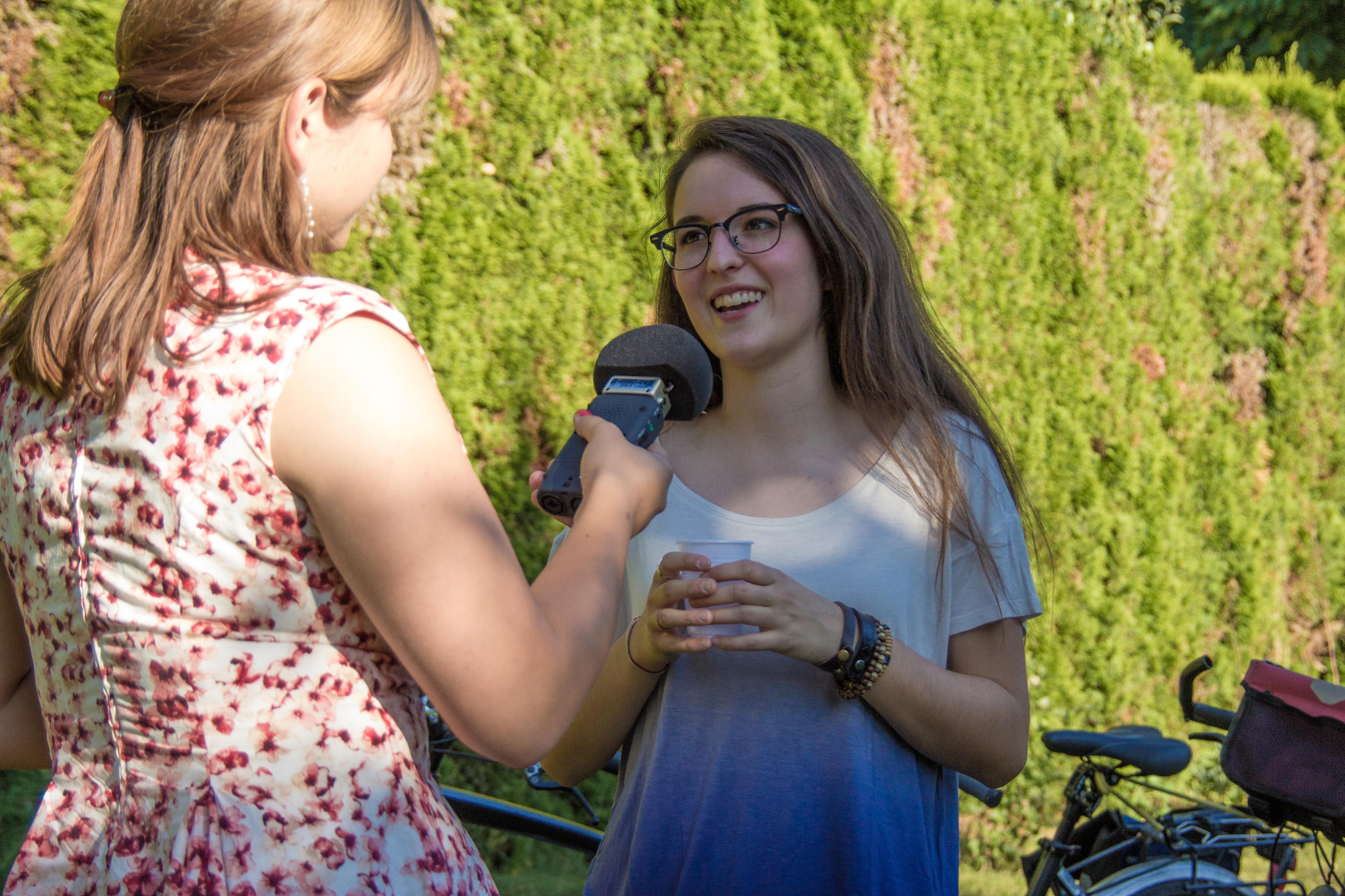 Veronica Fusaro wird von Tanja Mitric interviewt. Bild: Jana Daepp