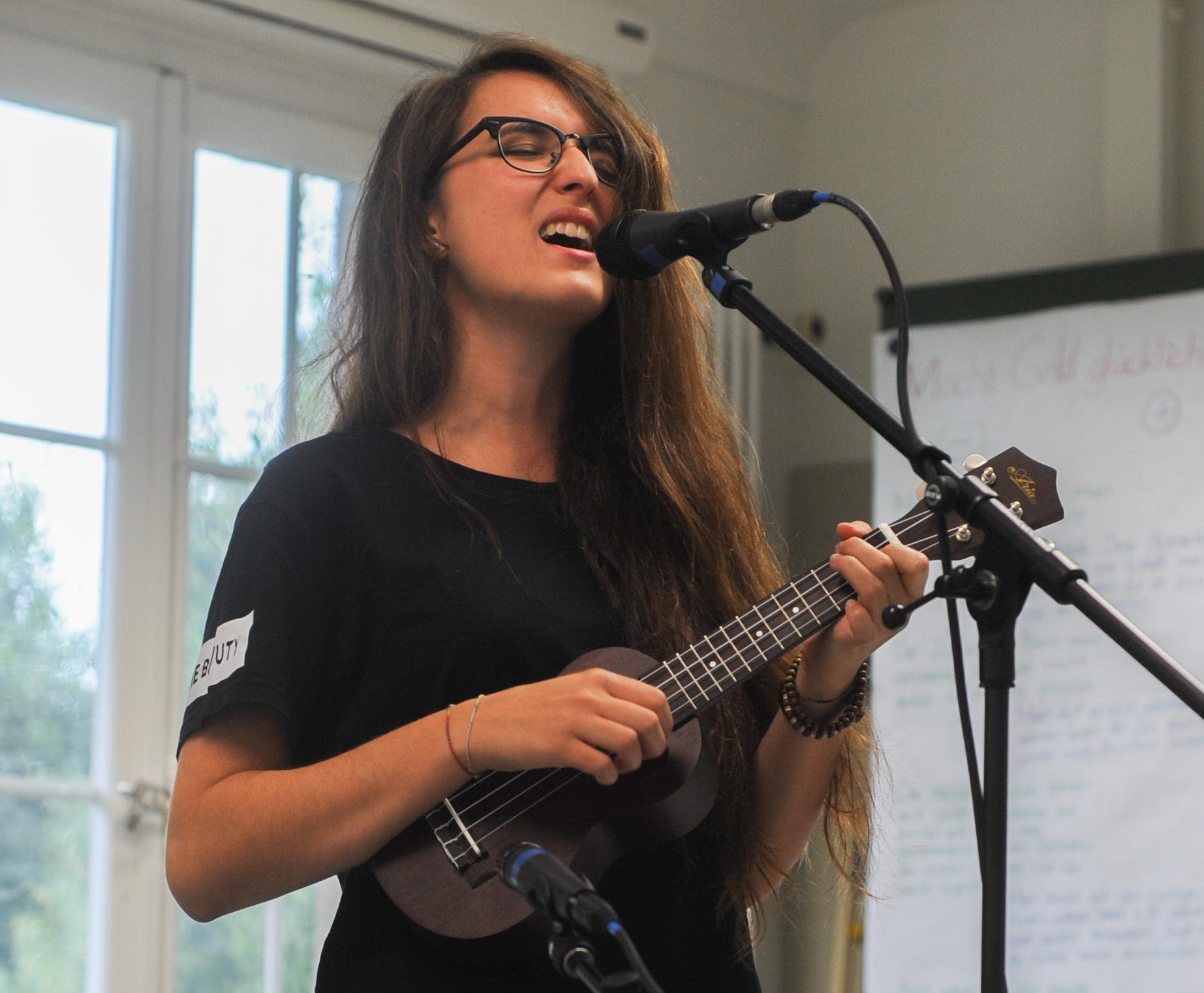 Sie singt für «und». – Bild: Jana Daepp