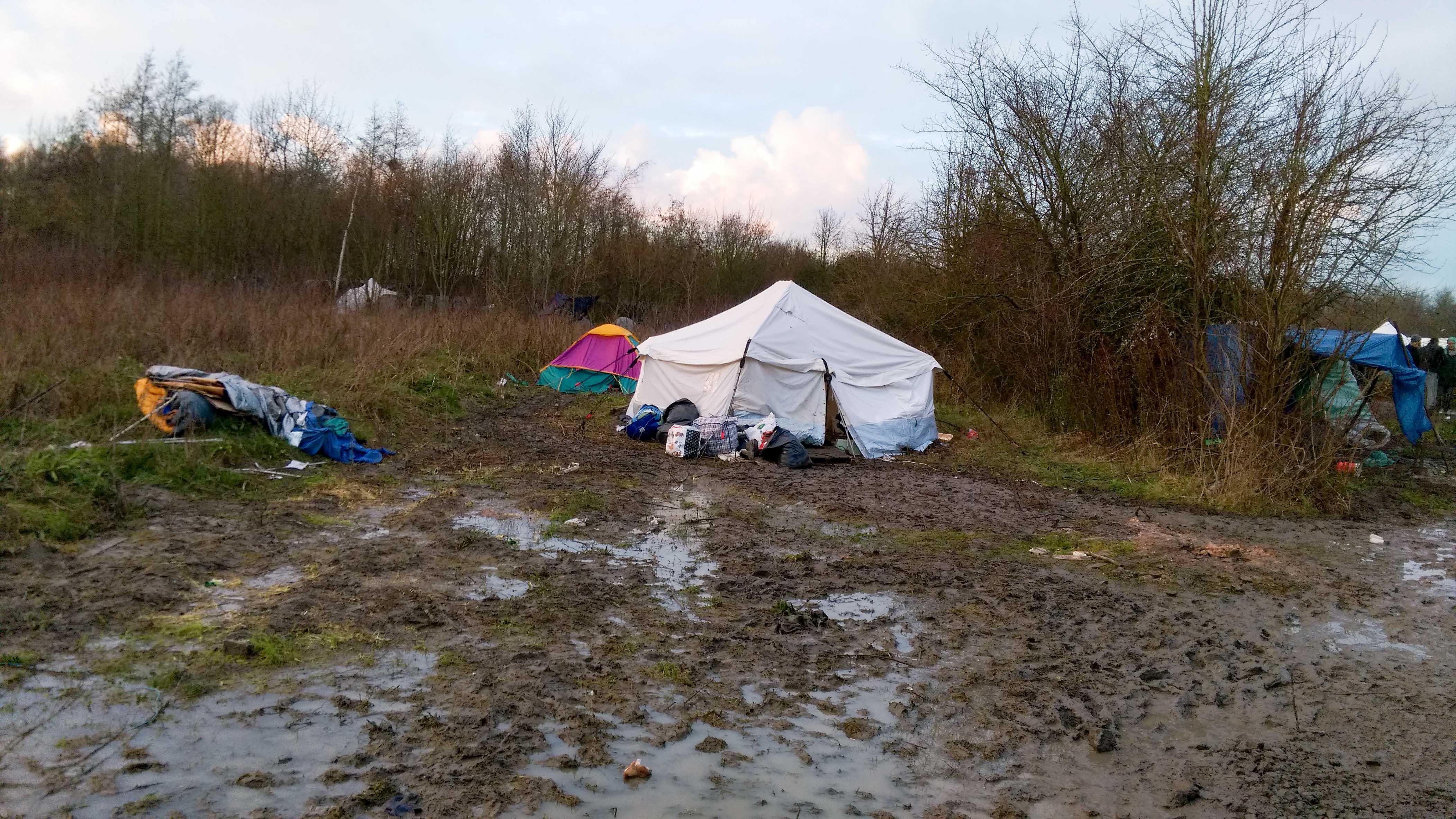 Flüchtlinge leben in Dünkirchen zurzeit in Zelten. – Bild: Xenia Dürig/zvg