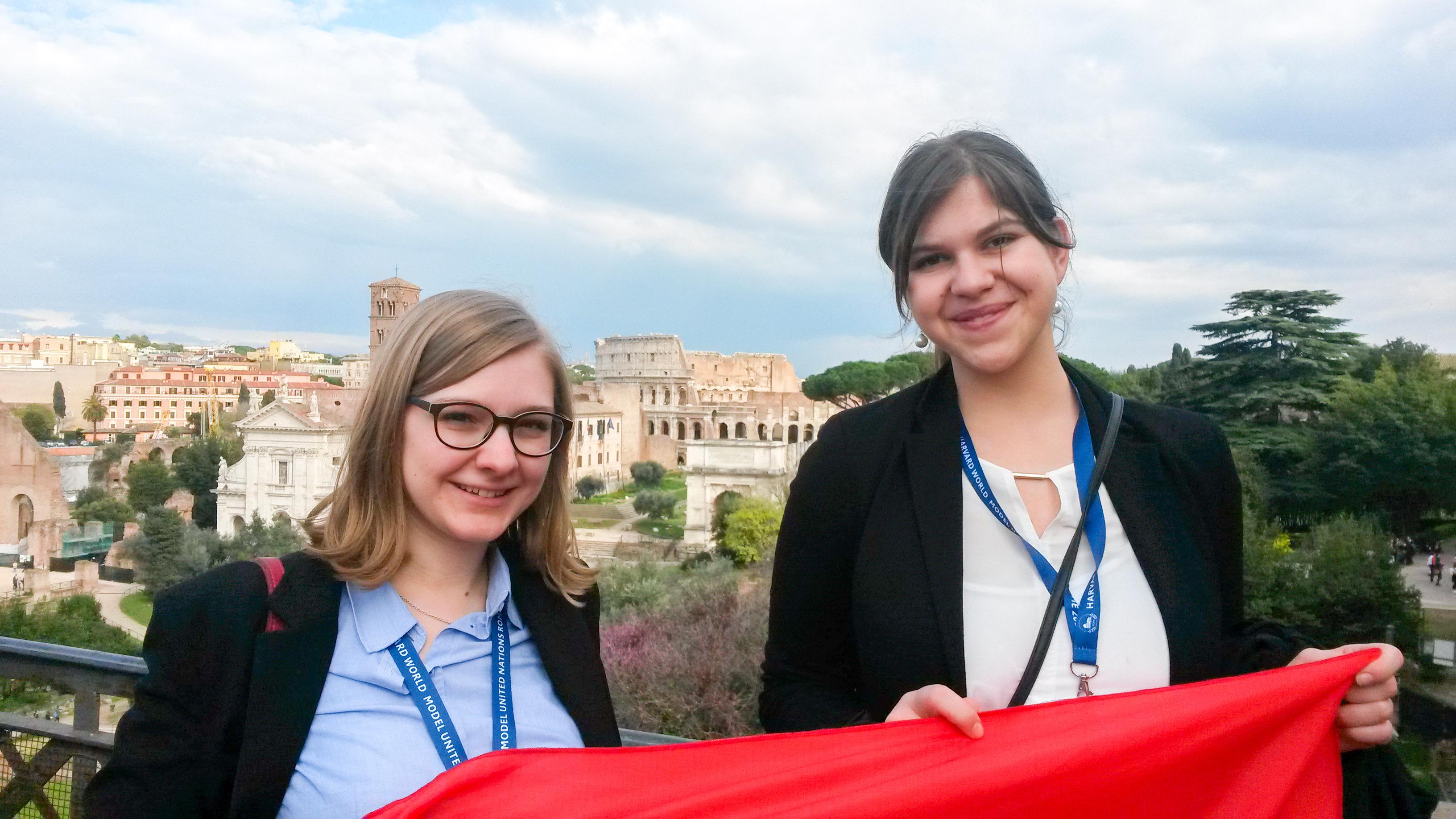 Annina Reusser und Tanja Mitric in Rom. – Bild: zvg/anr