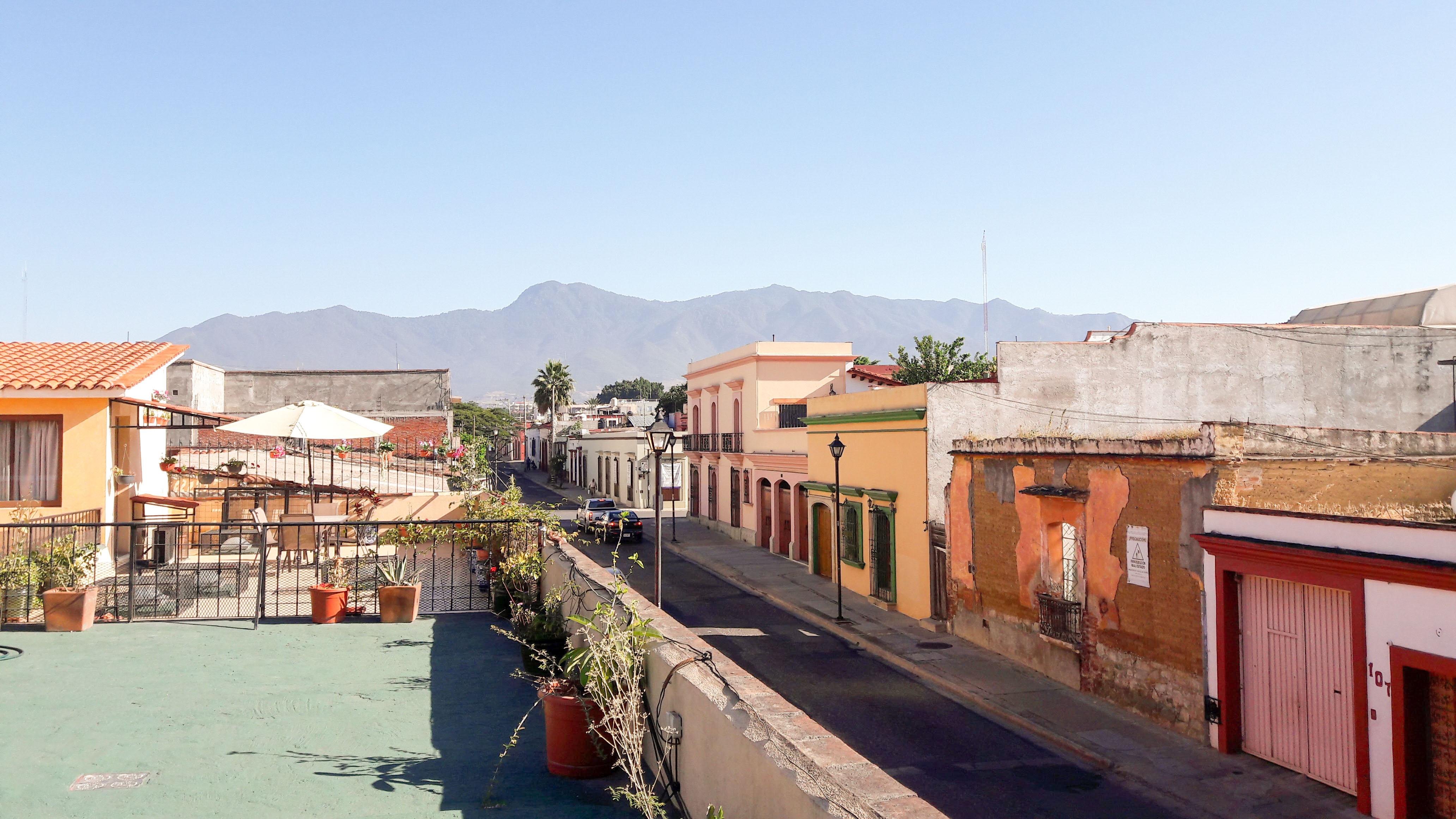 Die Aussicht von meiner Terrasse – hier wohne ich für den Moment. – Bild: Annina Reusser