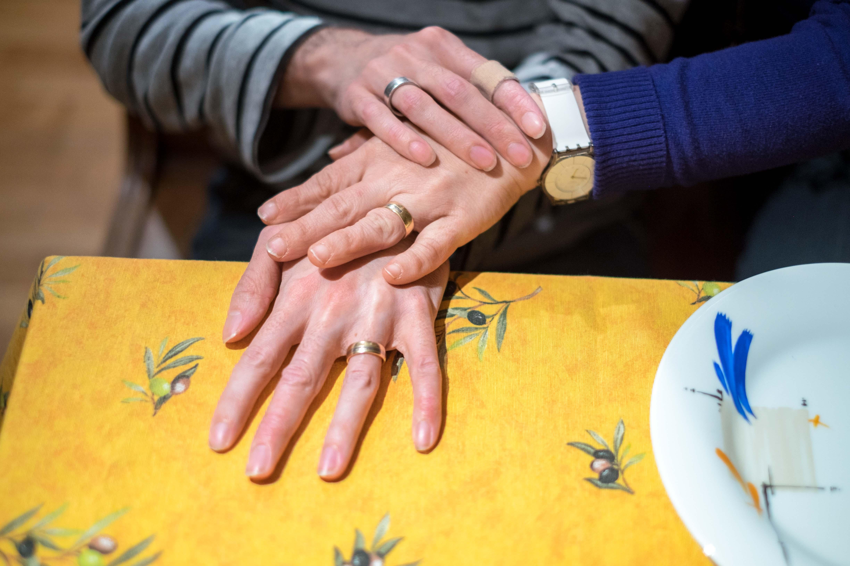 Beim kennenlernen händchen halten