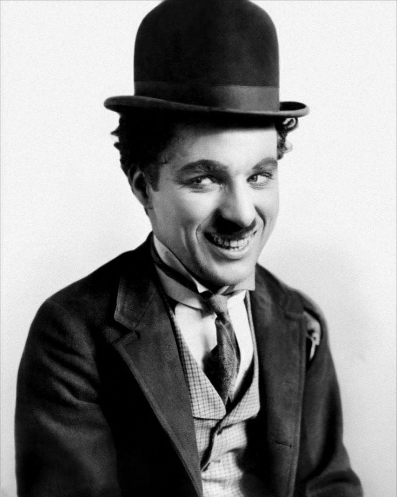 Porträt von Charlie Chaplin. – Bild: Wikimedia/CC0