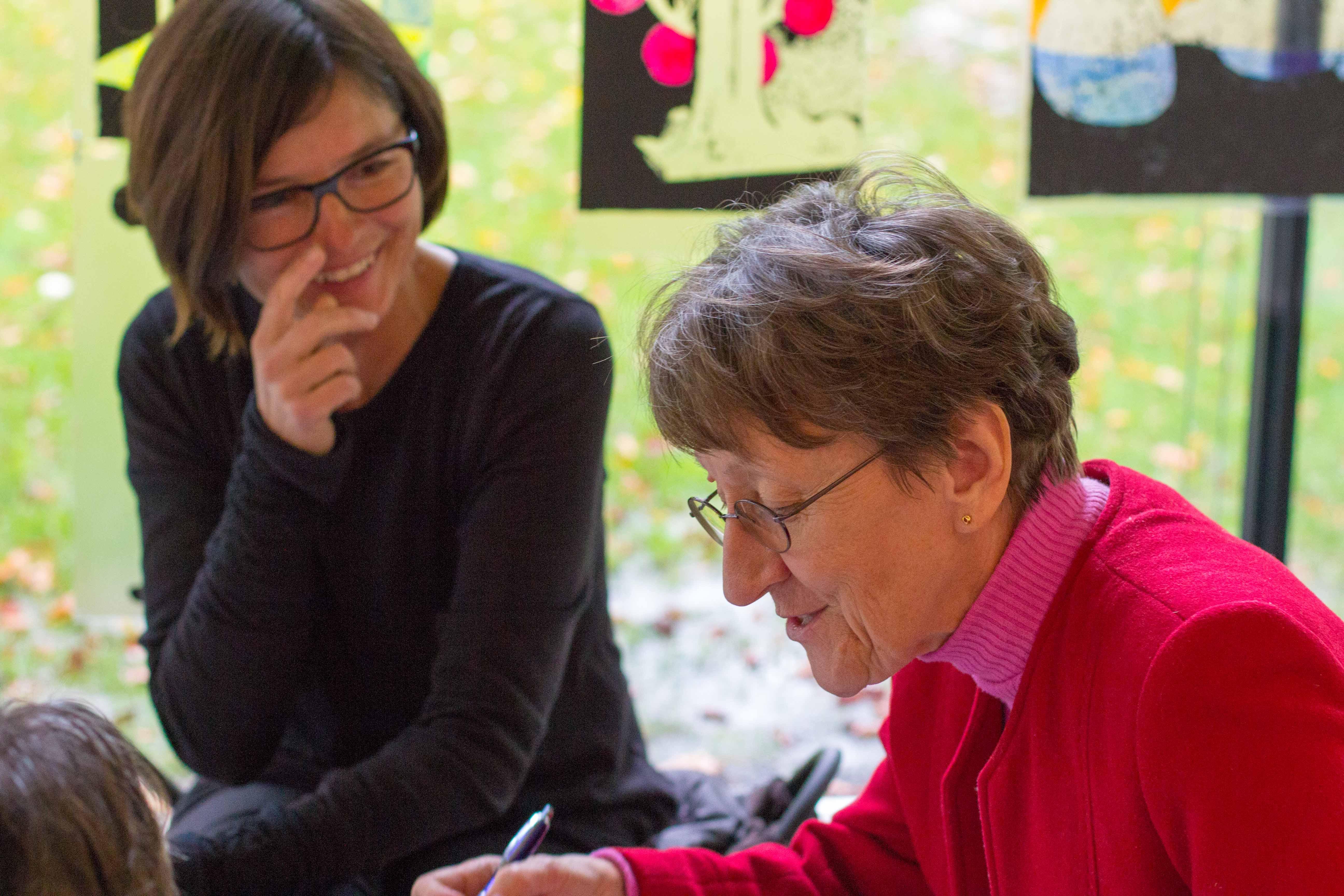 Christine Leichtnam und Barbara Tschopp erfinden ihre Geschichte.