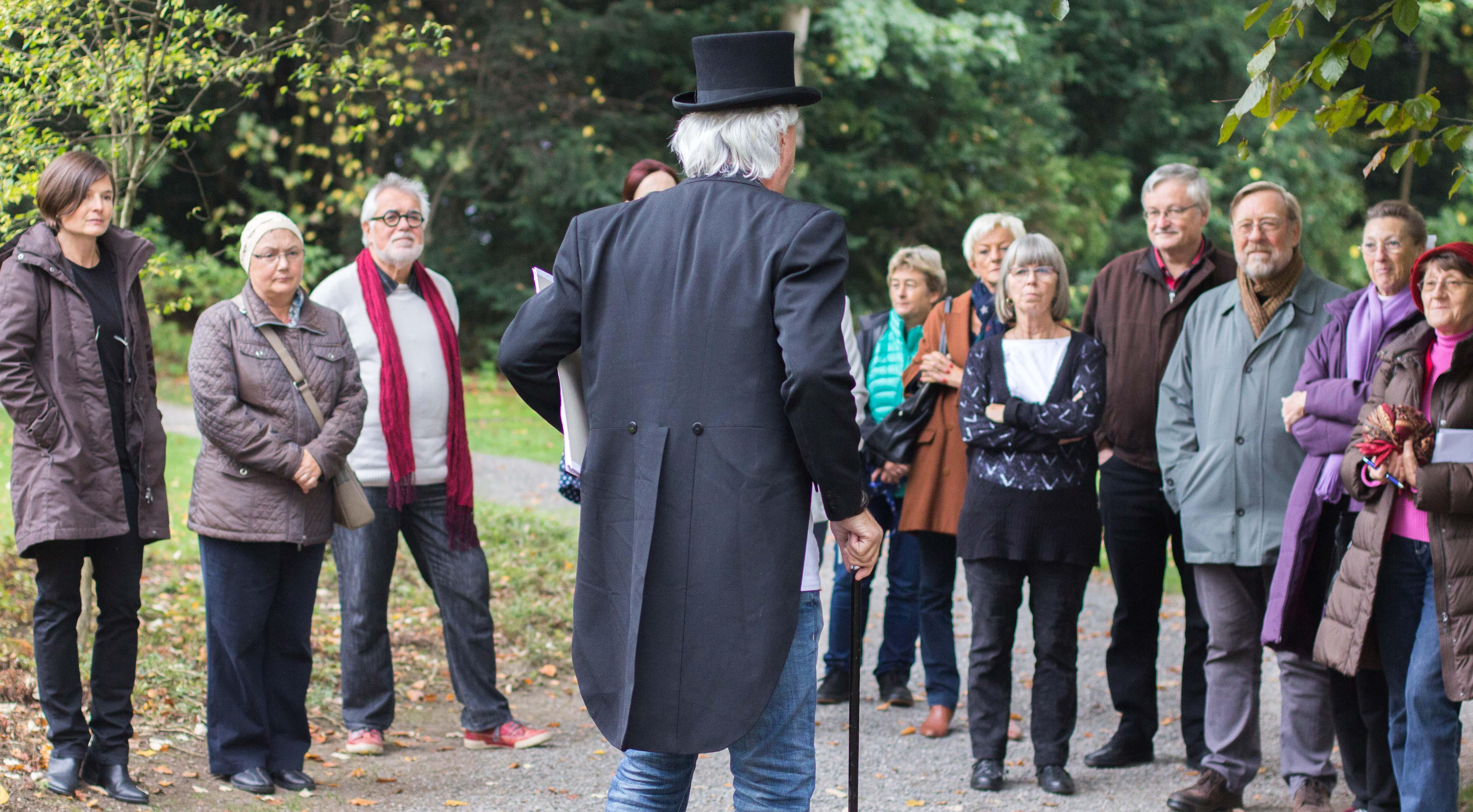Marquard Wocher spricht zu den Anwesenden. Bild: Elias Rüegsegger